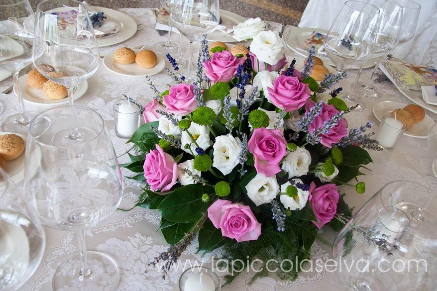 centrotavola con rose Villa Rusconi Clerici