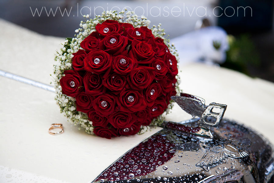 bouquet sposa con rose rosse