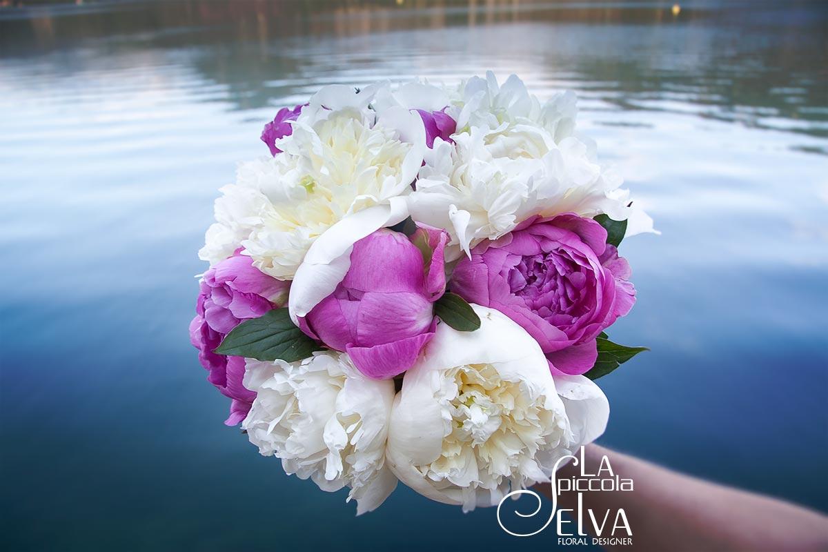 Bouquet con fiori di peonia, addobbi floreali per matrimoni con peonie