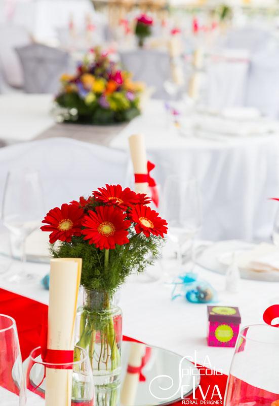 Tema Matrimonio In Rosso : Matrimonio a tema fiori arcobaleno sul lago d orta