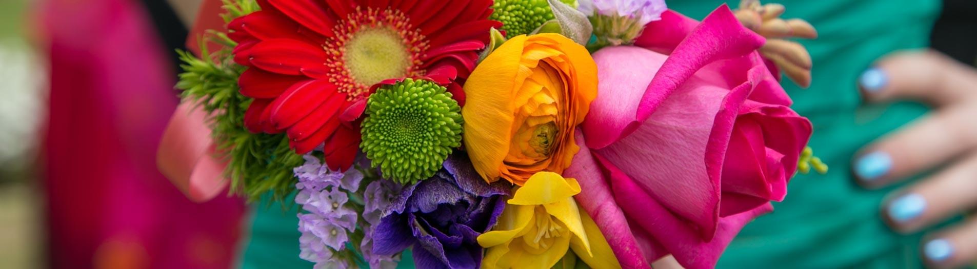 Fiori & colori per un matrimonio a tema ARCOBALENO
