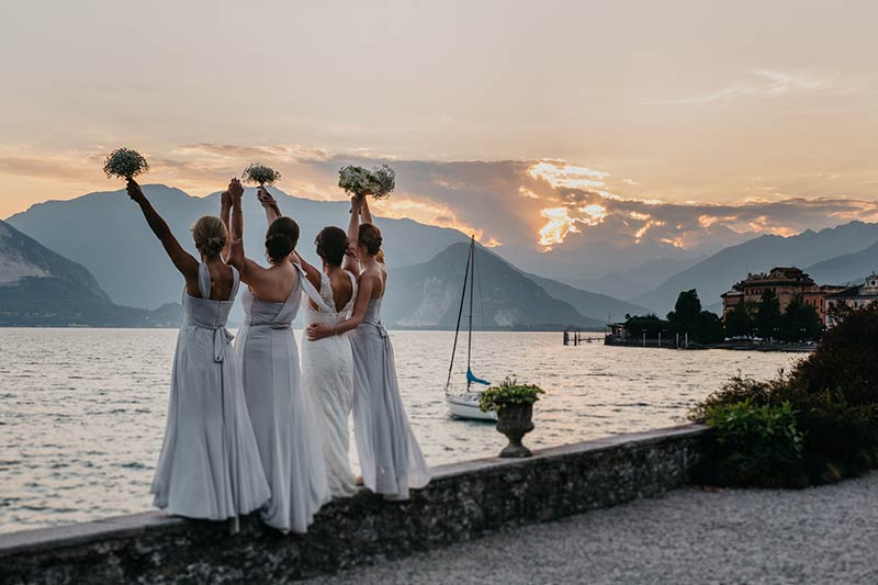 La sposa e le sue damigelle a Villa Rusconi
