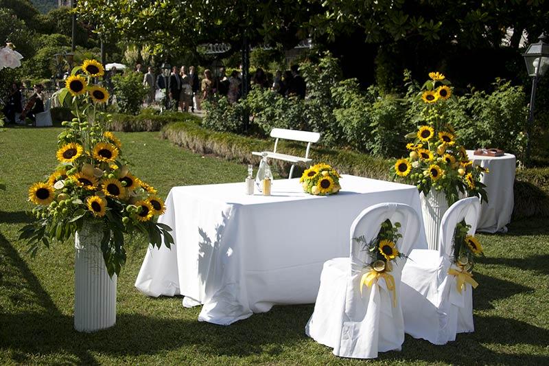 composizioni floreali con girasoli e limoni